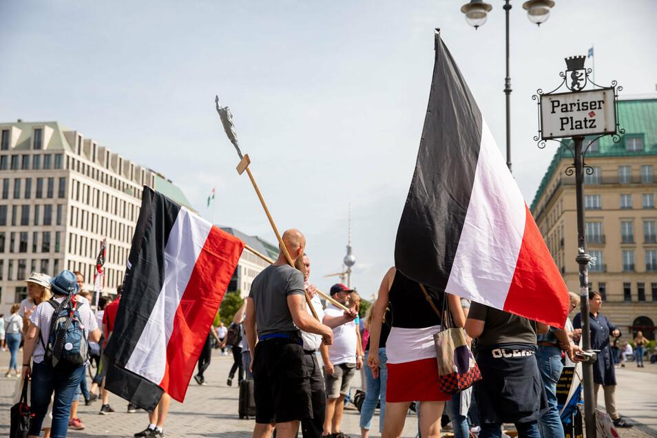 Künftig dürfen Behörden gegen Reichsk(kriegs)flaggen in Niedersachsen vorgehen.