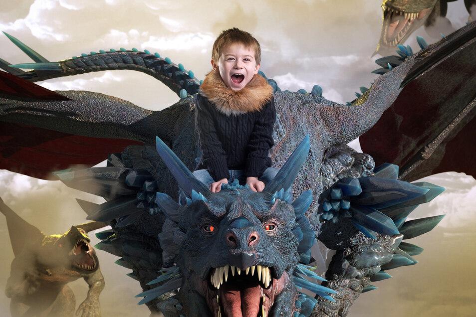 So sieht das Endprodukt aus, wenn Kinder zum Photoshop-Composing zu Henriette Braun kommen. Ob Fabelwelt, Prinzessinnenschloss, Star Wars-Action oder Harry-Potter-Kulisse – alles ist möglich. Das Endprodukt verzaubert.