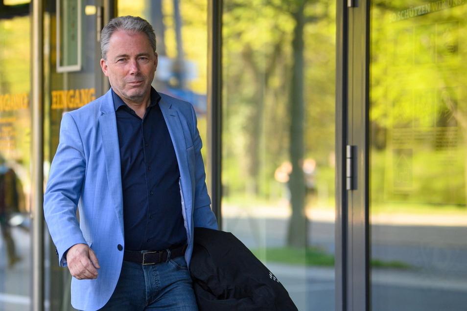 Jürgen Wehlend (55) ist seit 1. Januar kaufmännischer Geschäftsführer bei Dynamo. Nun nimmt er die Stadt in die Pflicht.