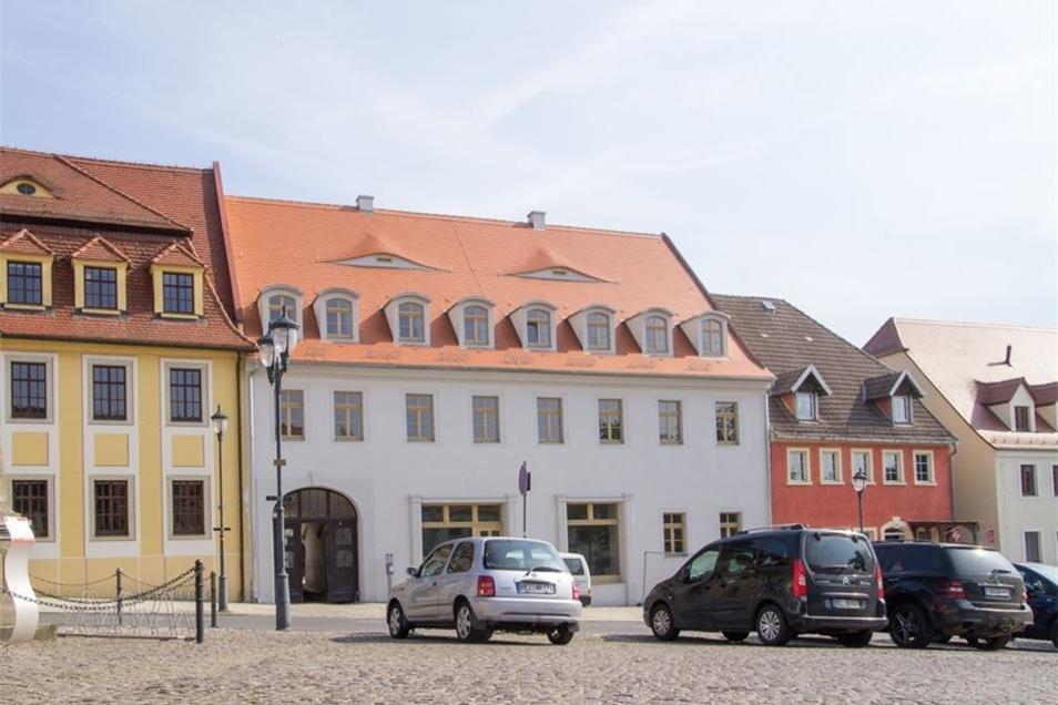 Das denkmalgeschützte Haus wertet den Strehlaer Markt wieder ein Stück auf.