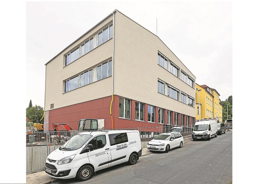 Der Neubau an der Ludwig-Richter-Grundschule wird in wenigen Wochen fertiggestellt.
