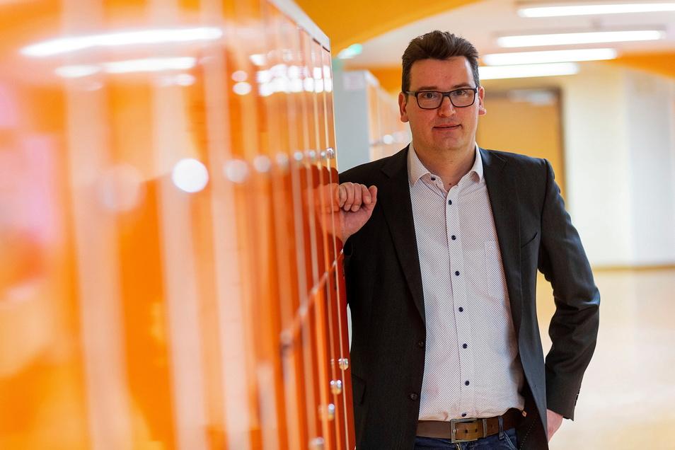 Der Schulleiter der Oberschule Wilsdruff, Christian Stange, musste mit seinen Kollegen vom Präsenzunterricht auf Homeschooling umstellen.