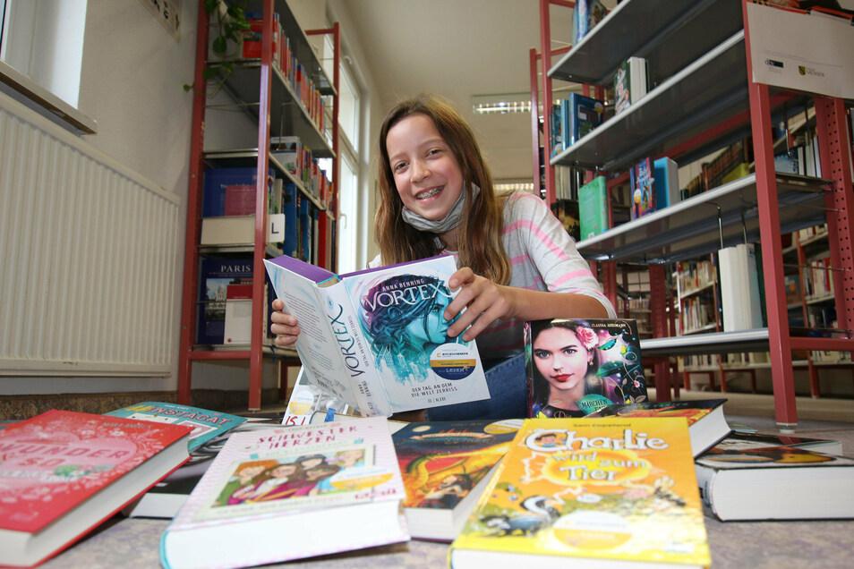 Lena Spitzner aus Waldheim hat sich vergangenes Jahr für den Buchsommer ausgestattet. Auch dieses Jahr gibt es wieder ein umfangreiches Angebot in der Region Döbeln