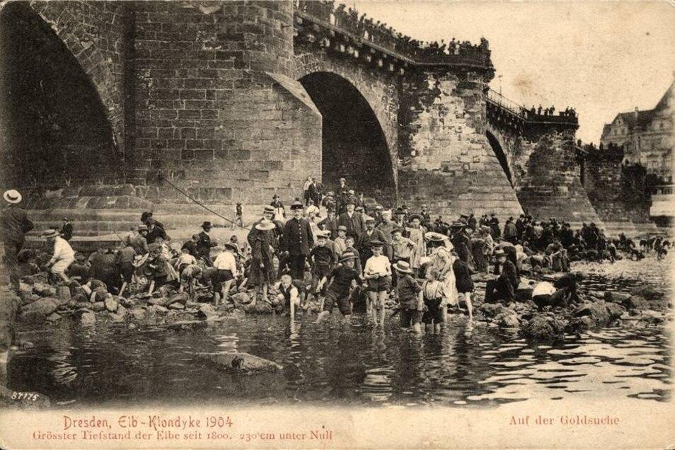 Im Sommer 1904 konnte man die Elbe zu Fuß durchqueren. Mehr dazu in diesem Artikel.