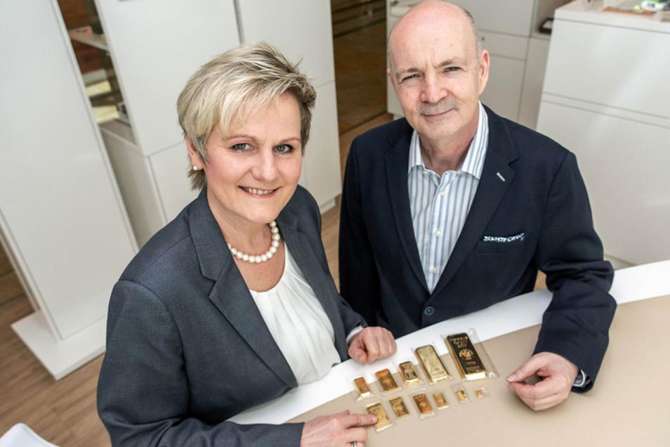 Iris Buschmann und Thomas Hoffmann beraten zum Erwerb von Edelmetallen.