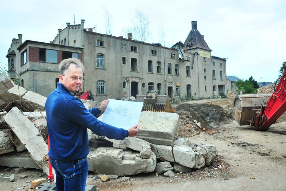 Thomas Röthig, der die Sanierung der Stadtverwaltung begleitete, musste sich häufiger mit Dingen befassen, die während des Wiederaufbaus untrennbar miteinander verbunden waren.