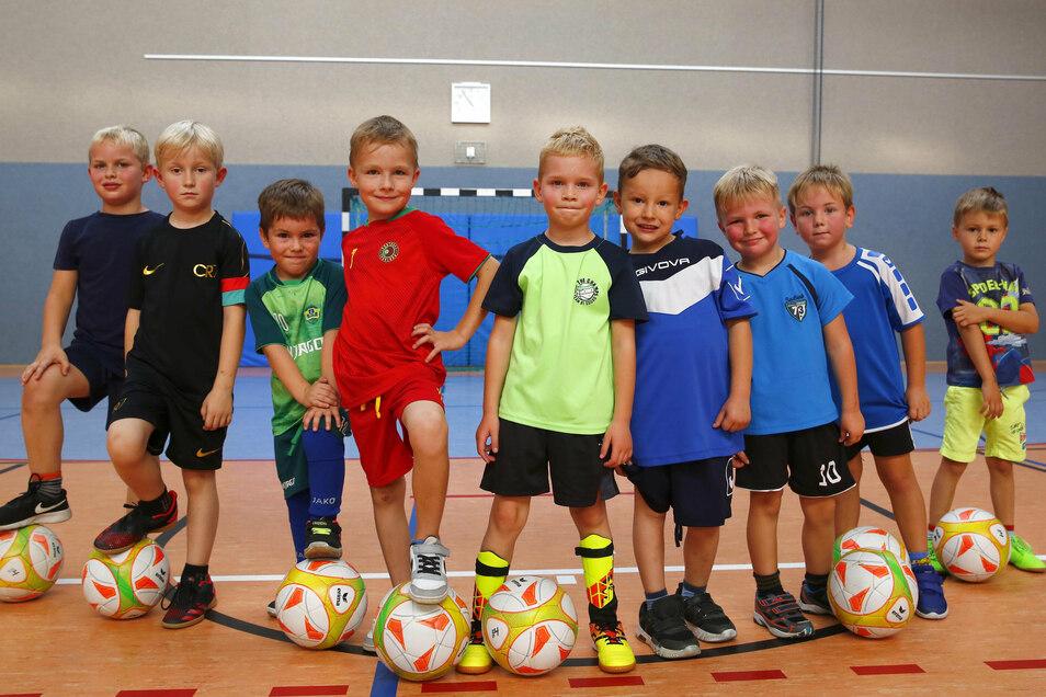 Die Fußball-Bambinis vom SV Königsbrück/Laußnitz trainieren dienstags in der Königsbrücker Sporthalle.