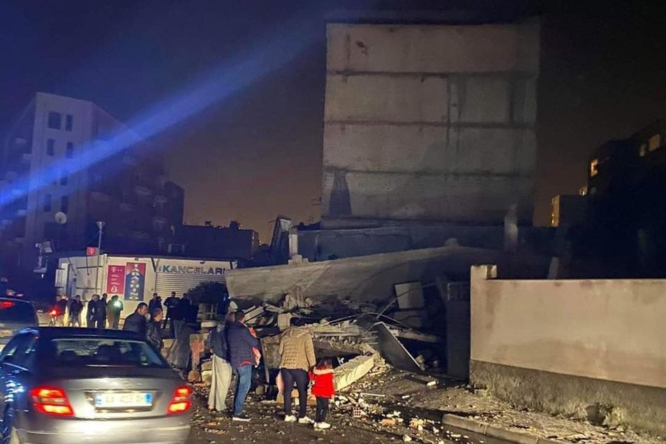 Im November des Vorjahres hatte ein Erdbeben die Westküste des Balkanstaats erschüttert.