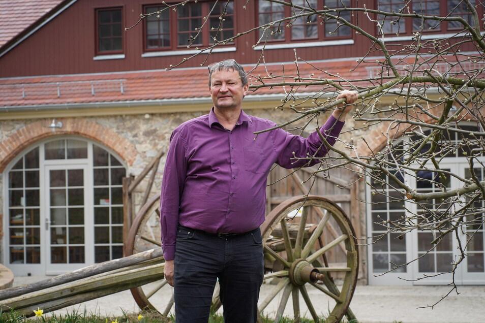 """Christoph Schuster plant eine """"Allee der alten Apfelbäume"""" als Fahrradrundweg bei Malschwitz. Ob er aber an den Straßen, die dafür genutzt werden, neue Bäume pflanzen kann, ist ungewiss."""