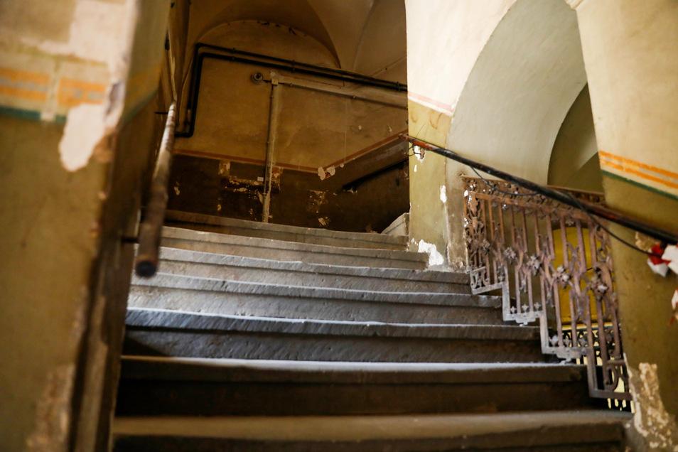 Der alte Treppenaufgang in die oberen Etagen.