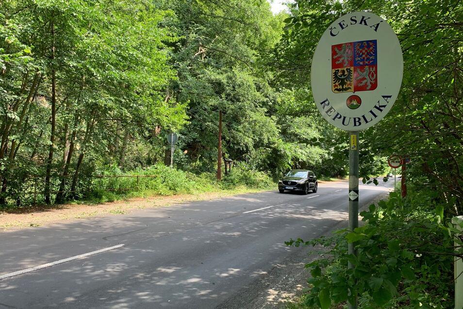 Der Baumsturz hatte sich kurz nach der Grenze auf tschechischem Gebiet ereignet.