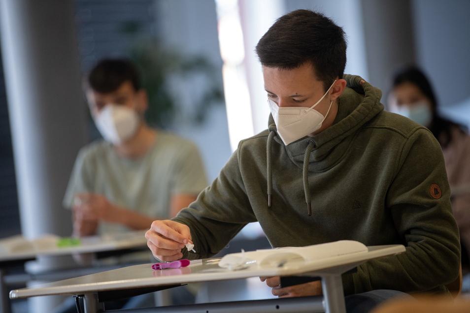 Testen testen testen - das kennen auch die Schüler der Abschlussklassen zur Genüge. Denn sie sind aktuell weiterhin im Präsenzunterricht.