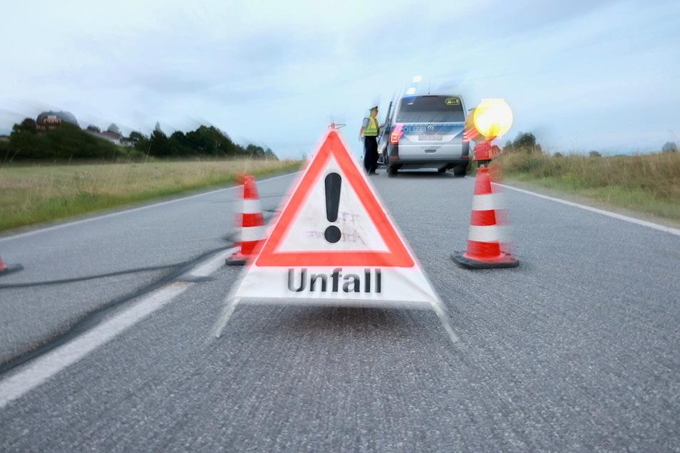 Auf der A4 kam am Montagabend ein 43-Jähriger mit seinem BMW von der Fahrbahn ab. Die Polizei nahm den Unfall auf.