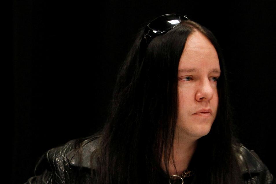 Der ehemalige Schlagzeuger der Metal-Band Slipknot, Joey Jordison, ist Medienberichten zufolge im Alter von 46 Jahren gestorben.