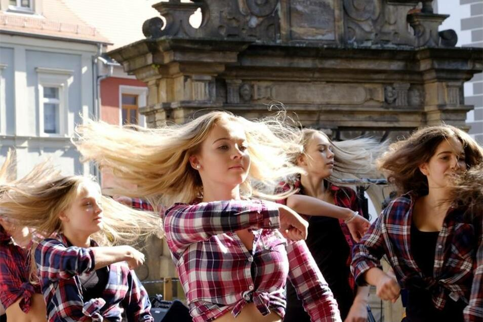 Die Tanzkids aus Zadel zeigten hinter der Frauenkirche ihr Können.