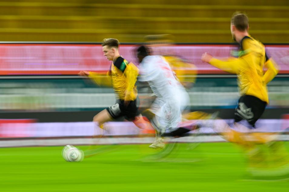 Noch einmal Tempo aufnehmen und dann ab in den Saisonendspurt. Die letzten sieben Partien der Saison wurden jetzt zeitgenau angesetzt, Dynamo spielt fünfmal samstags sowie an zwei Dienstagen.