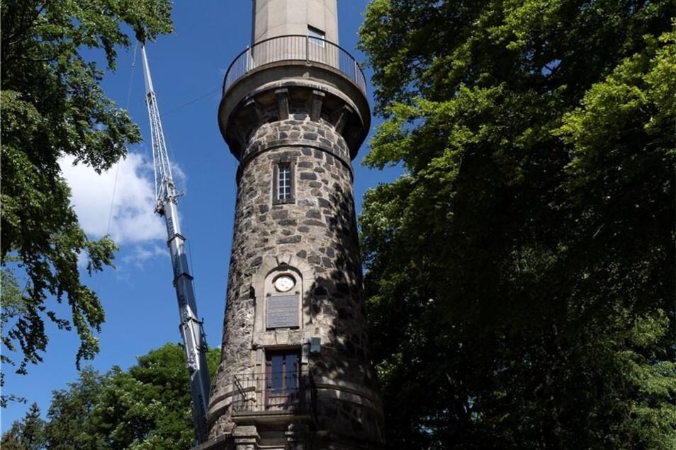 Peggy Windler ist Geschäftsführerin der Götzinger Höhe und nun auch der Gaststätte Ungerberg. Zu dem Grundstück gehört auch der Aussichtsturm, dessen Sanierungsarbeiten bis zum Wochenende wohl nicht vollends abgeschlossen sein werden.