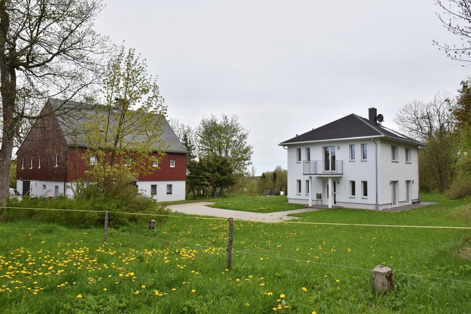 Modernes Wohnhaus neben dem Zinnwalder Huthaus: Man kann es so oder so sehen.