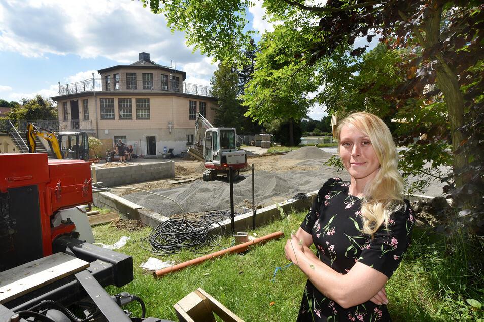 """Nicole Lucas freut sich auch über den neuen Eis- und Theatergarten, der am """"Pavillon"""" gebaut wird."""