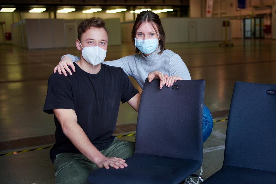 Jean-Paul Bereuter sichert mit der Impfung nicht nur sich, sondern auch die Patienten, mit denen er täglich zu tun hat, ab. Seine Freundin Anabel Hildebrand begleitete ihn.