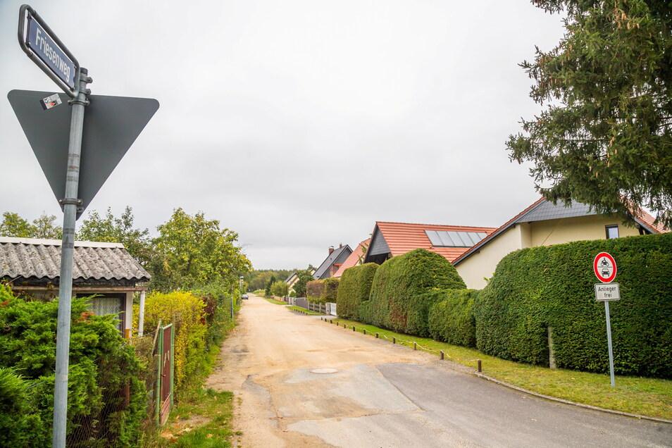 Der Friesenweg in Niesky ist nur für Anwohner frei. Dennoch wird er besonders im Sommer als Zufahrt zur Kiesgrube genutzt.
