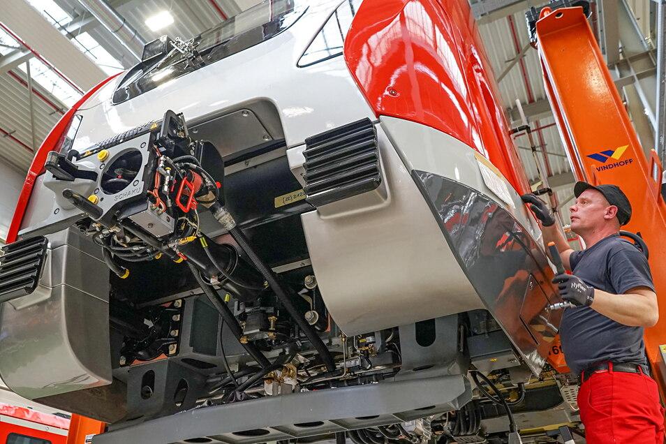 Das Bautzener Waggonbauwerk hat sich auf den Ausbau und die Komplettierung von Fahrzeugen spezialisiert. Führt der neue Eigentümer Alstom diese Strategie fort?