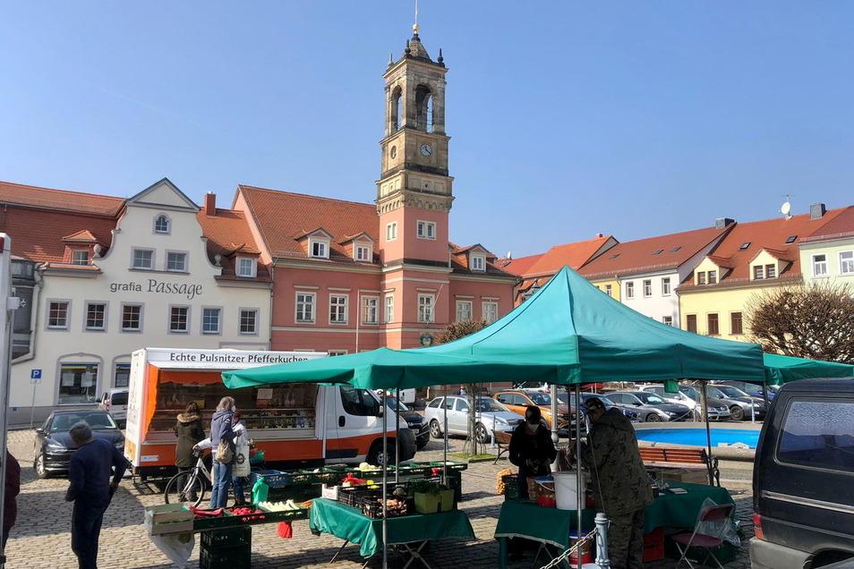 Ambulante Händler müssen in Königsbrück schon seit April wieder Gebühren für ihre Stände auf dem Wochenmarkt zahlen. Für andere Händler und Gastronomen ist die Sondernutzungsgebühr ab Juli wieder fällig.
