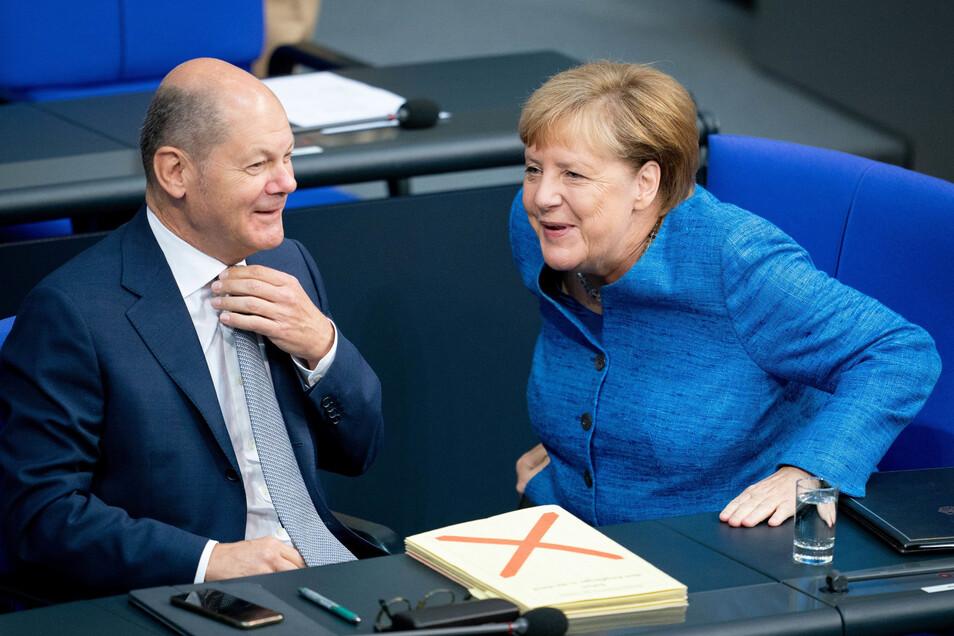 Bundeskanzlerin Angela Merkel (CDU) – hier mit Finanzminister Olaf Scholz (SPD) auf der Regierungsbank – hat am Mittwoch in der Generaldebatte im Bundestag die Ziele ihrer Regierung erläutert.