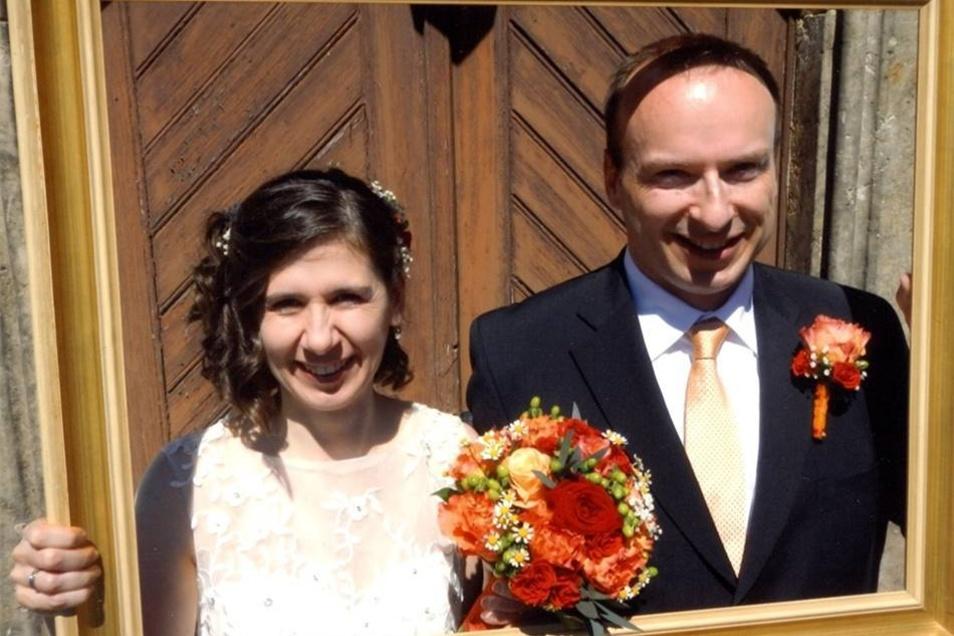 """Steffi Karwoth-Kern und Michael Kern  Geheiratet: am 27. Mai 2017  Wo: Kapelle in Ottenhain gefeiert:  Pension """"Steffi"""" in Löbau Wohnhaft: in Hillsburgh Kanada Hochzeitsfoto: privat"""