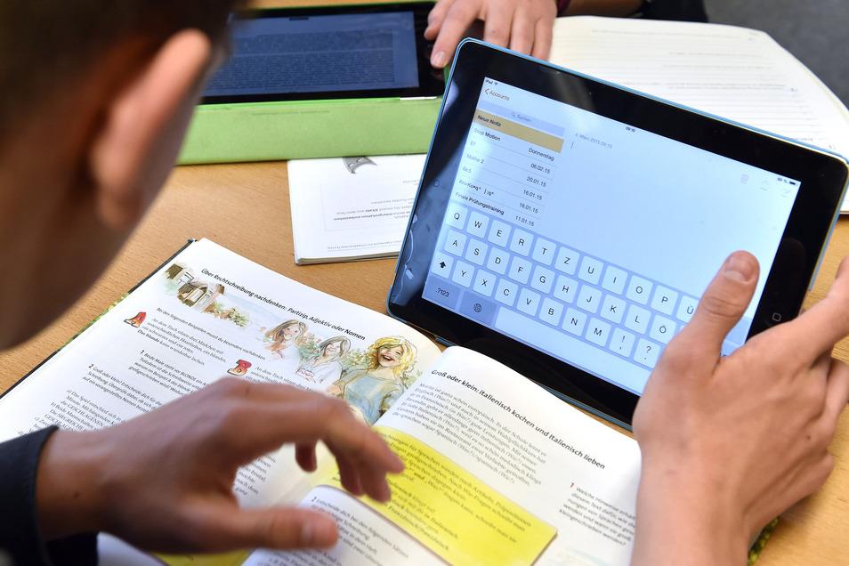 Moderner Unterricht ist ohne Tablet oder PC nicht mehr denkbar. Schulen in Radeberg sollen zahlreiche neue Geräte erhalten.