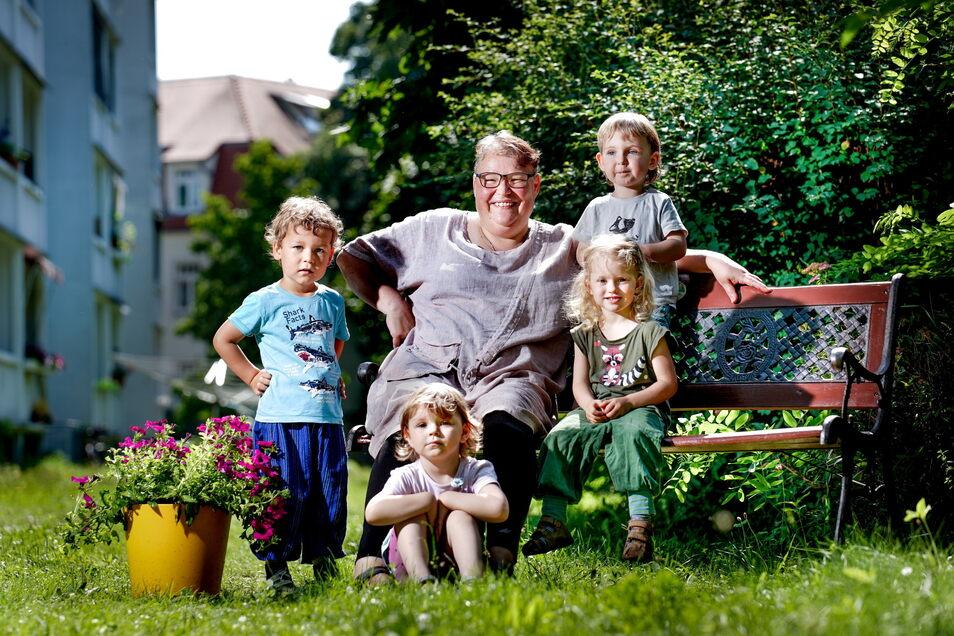 Kathrin Brückner ist seit 17 Jahren Tagesmutter in Dresden und hat nun zum ersten Mal kaum neue Anmeldungen für den Herbst. Sorge macht sich breit.