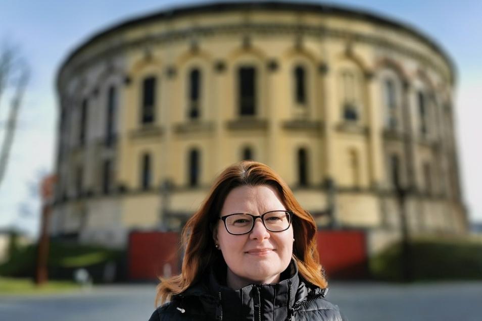 Mandy Streit vor dem Panometer Dresden.