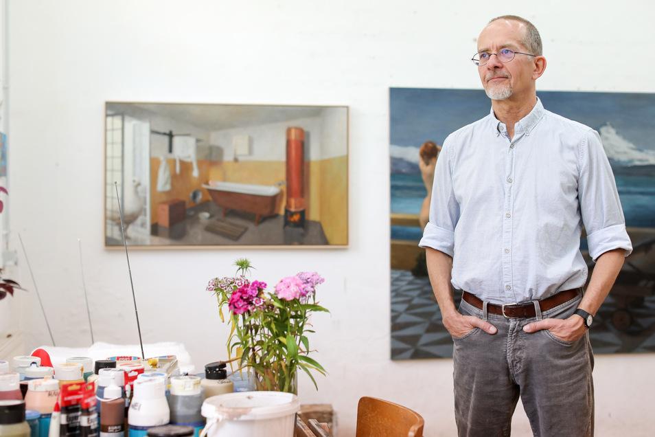 Der Maler Axel Krause in seinem Atelier: Er wurde zur Leipziger Jahresausstellung erst ein- und dann wegen seiner politischen Facebook-Postswieder ausgeladen.