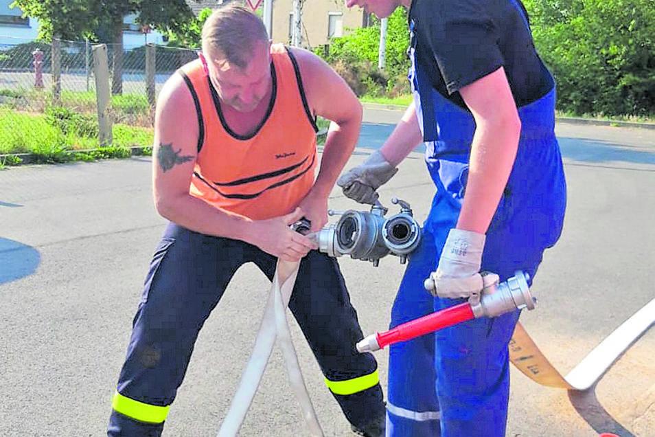 In dieser Woche trainierten noch mal ein paar Feuerwehrteams vor Ort in Zabeltitz-Treugeböhla die Gruppenstafette der Erwachsenen.