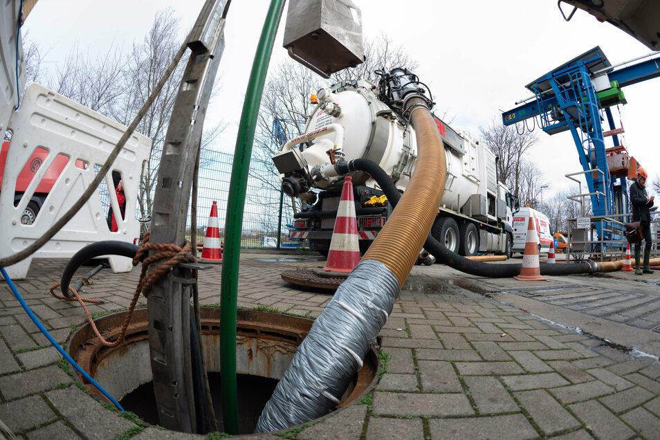 Für Dresdens Abwasser werden künftig höhere Gebühren fällig.