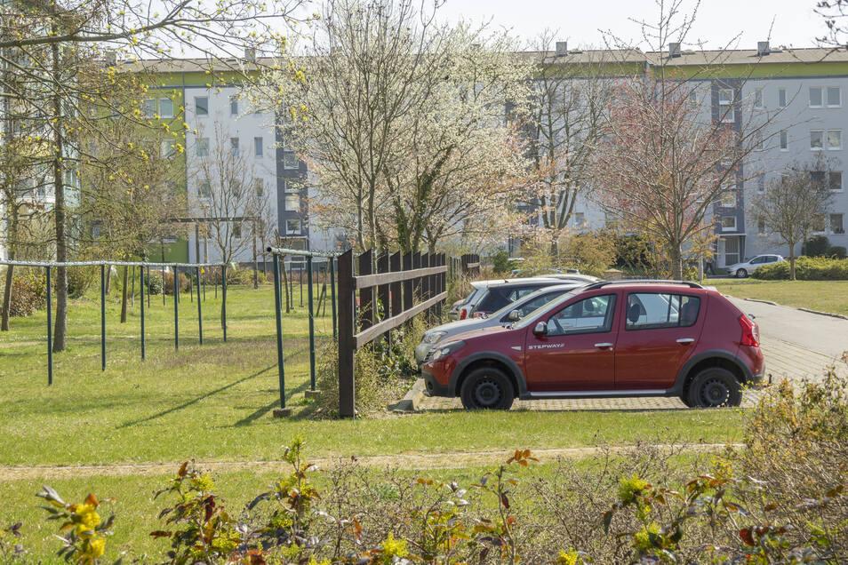 Dutzende neuer Stellflächen hat die WGR an der Glauchauer Straße geschaffen. Sie werden auch gut angenommen. Nun kommt noch eine Carport-Anlage dazu. Die kostet allerdings Miete.