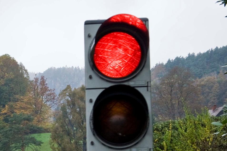 Auf der Pirnaer Straße in Bad Gottleuba sehen Kraftfahrer jetzt Rot.