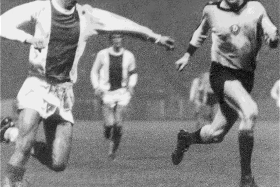 19 Europapokalspiele betritt Klaus Sammer (rechts) für Dynamo Dresden. Hier eine Szene aus einer Partie gegen Ajax Amsterdam.