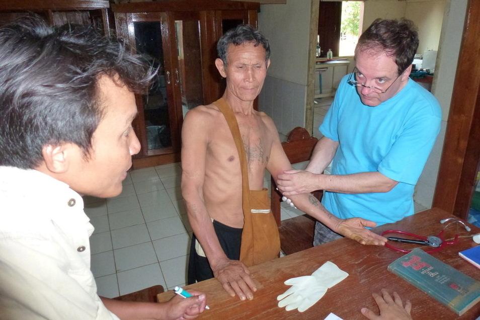 Der Nieskyer Chirurg und Oberarzt Dr. Uwe Henschel während seines Einsatzes in Myanmar.