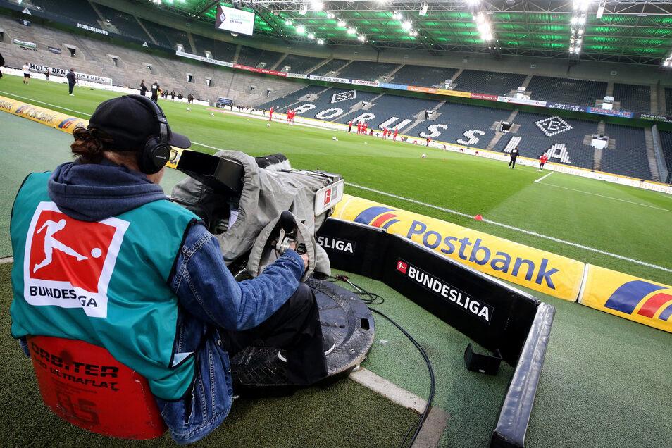 Auch bei einem Geisterspiel wären noch viele Menschen im Stadion, unter anderem Medienvertreter.