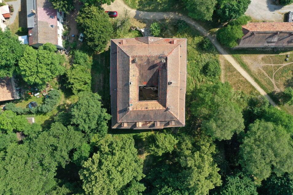 Umgeben ist das Radiborer Schloss von einer parkähnlichen Anlage. Florian Heilbronner kann sich vorstellen, hier auch öffentlich zugängliche Konzerte zu veranstalten.