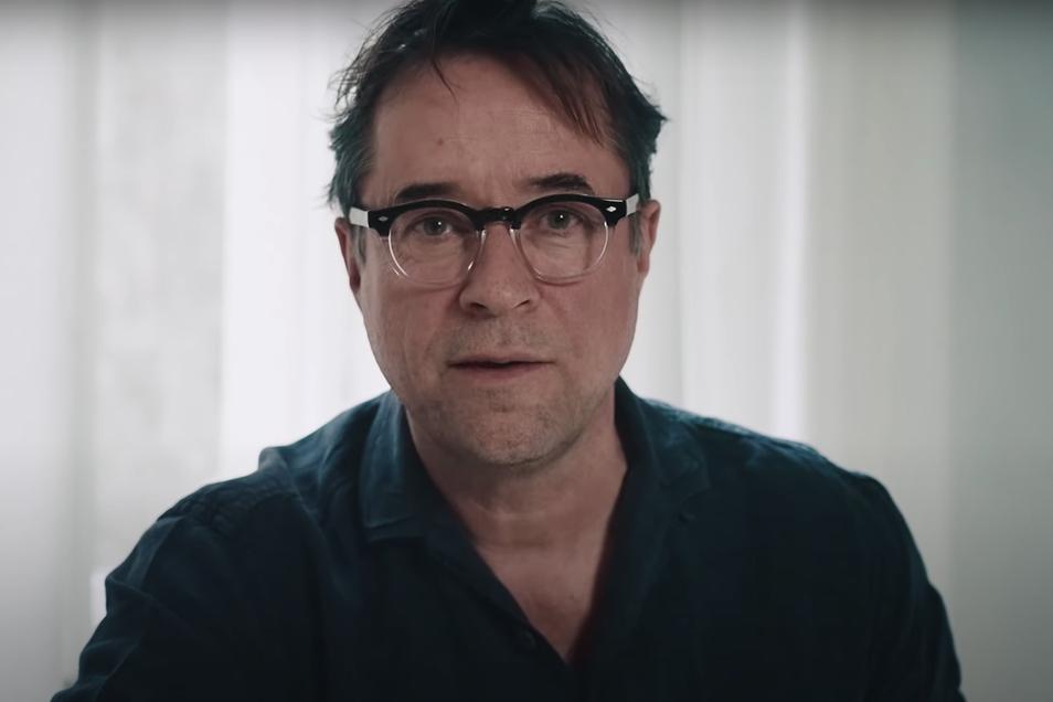 """Jan Josef Liefers hält """"die Medien"""" für Panikmacher."""