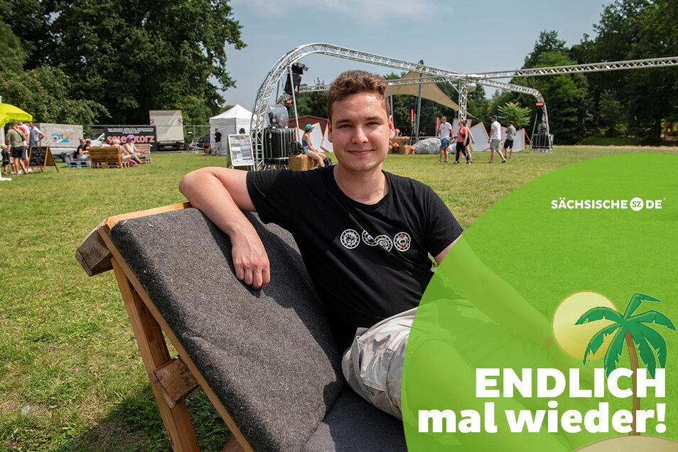 Tom Janke auf der Großenhainer Festwiese. Der 22-Jährige ist Mitglied im Verein Stroga-Festival und freut sich, dass endlich wieder Jugendpartys laufen.