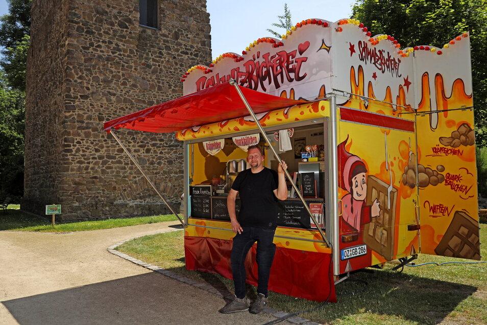 René Rumberger vor seiner Schmalzbäckerei im Tierpark. Am Wochenende hofft er hier auf viel Kundschaft.