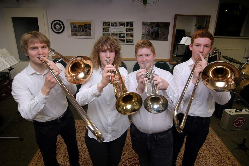 Justus Schmiedchen, Pia Wittrin, Max Stubenrauch und Georg-Friedrich Schumann gehörten bisher zu den Blechbläsern der Musikschule.