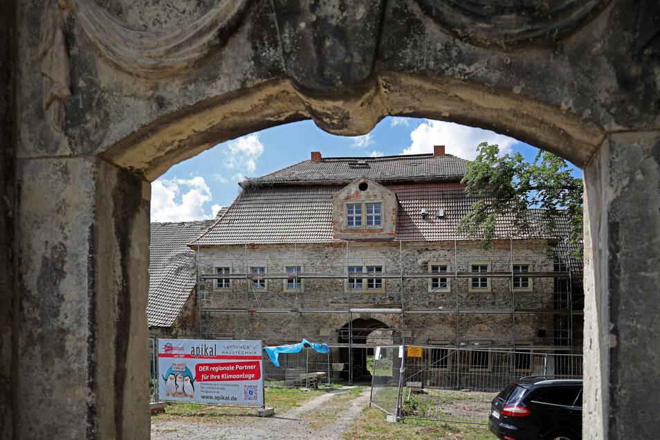 Am Rittergut Tiefenau geht es voran. Gleichzeitig wird zur Geschichte des Ortes geforscht.