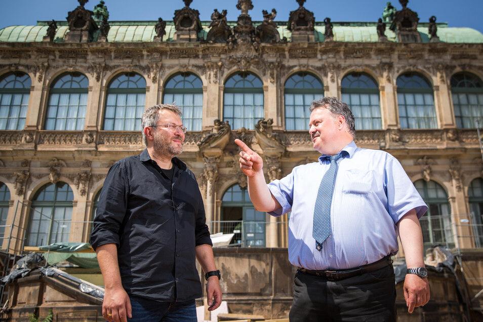 Zwingerbaumeister Kai-Uwe Beger (l.) und SIB-Niederlassungsleiter Ulf Nickol vor dem Französischen Pavillon, der derzeit saniert wird.
