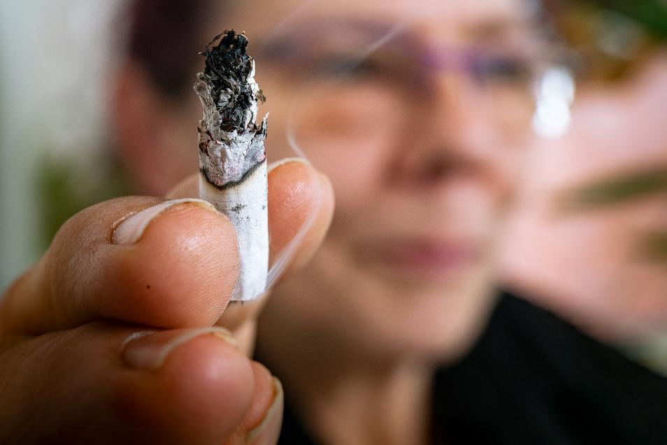 Rauchen verursacht diverse Erkrankungen - was wiederum auch einen schweren Corona-Verlauf begünstigen kann.