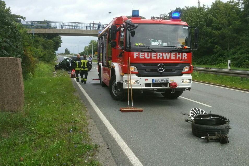 Bei einem schweren Unfall auf der B 169 in Riesa wurden am Donnerstag zwei Menschen verletzt.