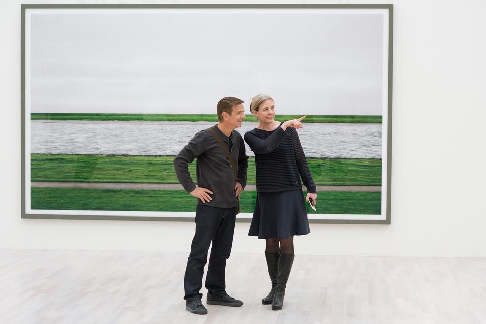 Der Fotograf Andreas Gursky hier in Düsseldorf mit Marion Ackermann, der Generaldirektorin der Staatlichen Kunstsammlungen Dresden.